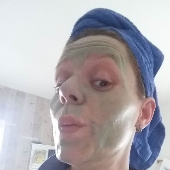 Mut zur Hässlichkeit  @schaebens Rhalasso Maske mit Algen. Feuchtigkeit & Regeneration. Leider mit Benzyl Alkohol und Parfum. Die beiden Inhaltsstoffe gefallen mir leider gar nicht. Vermutlich haben diese auch für ein leichtes kurzes Brennen auf der Haut gesorgt. #makeup #wellness #thalasso #inci #hulk
