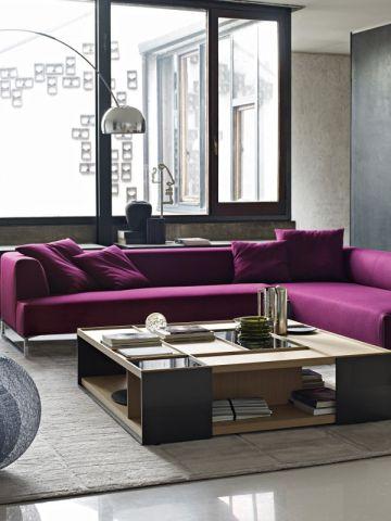 amnager son salon un canap color pour un dcor styl chic sons and violets - Canape Colore