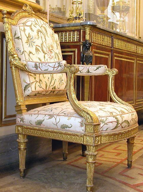 Pin By ٢٥٢٥٨٠ On هيثم تيكا In 2020 Deco Furniture Luxury Modern Furniture Furniture Styles