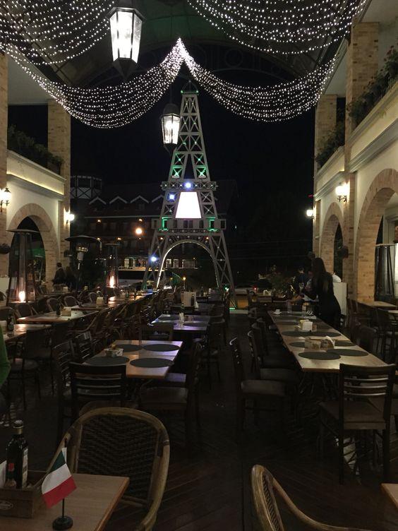 Pátio Paris, lugar maravilhoso para comer um fondue - Campos do Jordão