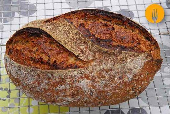 Aloo paratha El paratha es un pan plano frito típico de la cocina india. A diferencia de otros panes fritos, el paratha es un pan relleno. Se suele rellena
