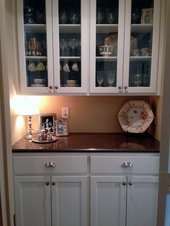 Butler pantry small closets and pantry on pinterest for Small butler pantry designs