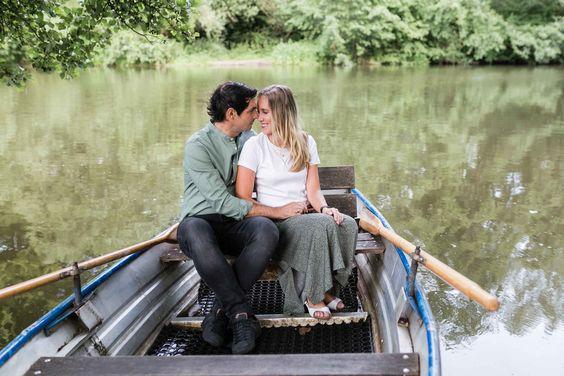 Paar Shooting Im Ruderboot In 2020 Ruderboot Hochzeitsfotograf Fotografie