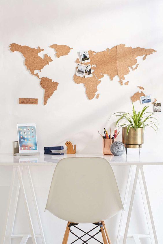 Carte du monde en brique de liège