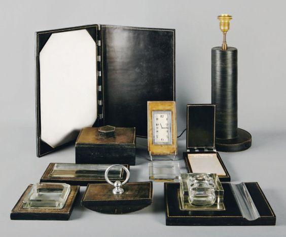 n cessaire de bureau en cuir noir uni piq res sellerie blanches en bordure vente aux. Black Bedroom Furniture Sets. Home Design Ideas