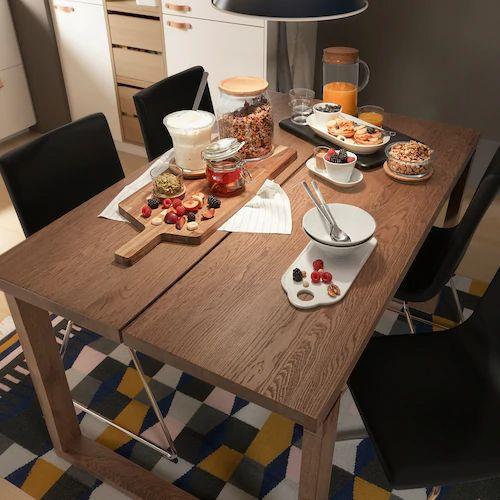 IKEAのダイニングテーブルMÖRBYLÅNGAはオーク材を使った高級仕様