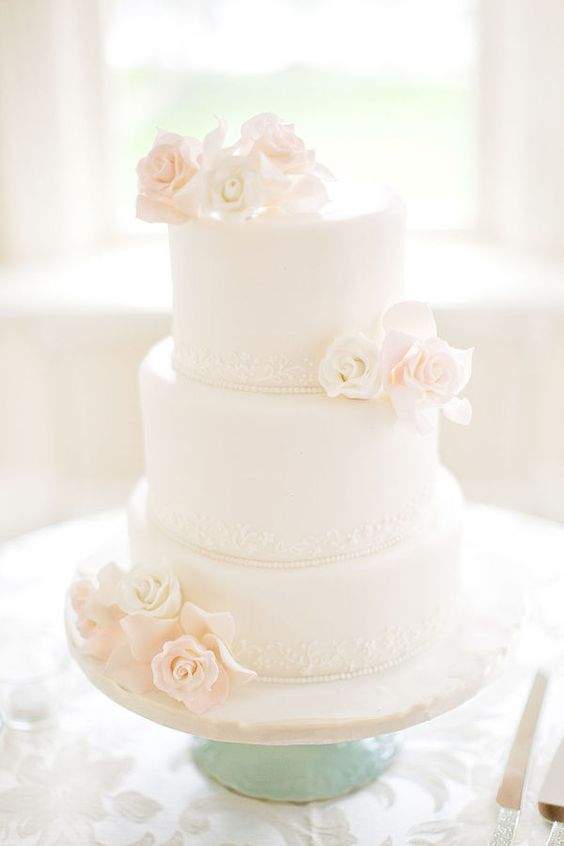 Wedding cakes cakes and simple on pinterest for Simple wedding cake flowers
