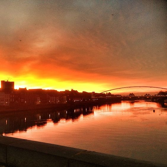 #sunrise #in #maastricht #beautiful #mademyday #sky #red #bridge - @iljaehrenburg- #mtricht #univercity
