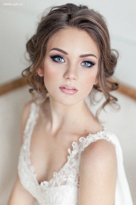 Amazing bridal makeup together with gorgeous wedding hairstyles | Bridal beauty | www.weddingsite.co.uk