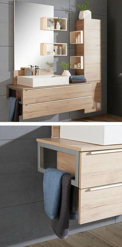 Badezimmer Eichefarbenes Badezimmer Mit Nutzlichen Gadgets Und Spiegel Badezimmer Badezimmer Spiegelschrank