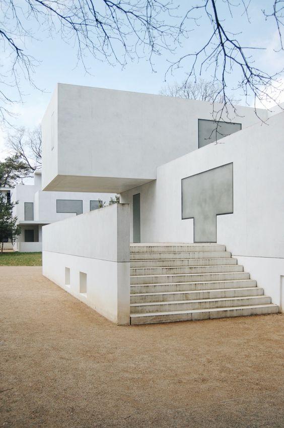 Cute Walter Gropius House in Dessau reconstructed by Bruno Fioretti Marquez huizen Pinterest Architektur Fassaden und Bauhaus architektur