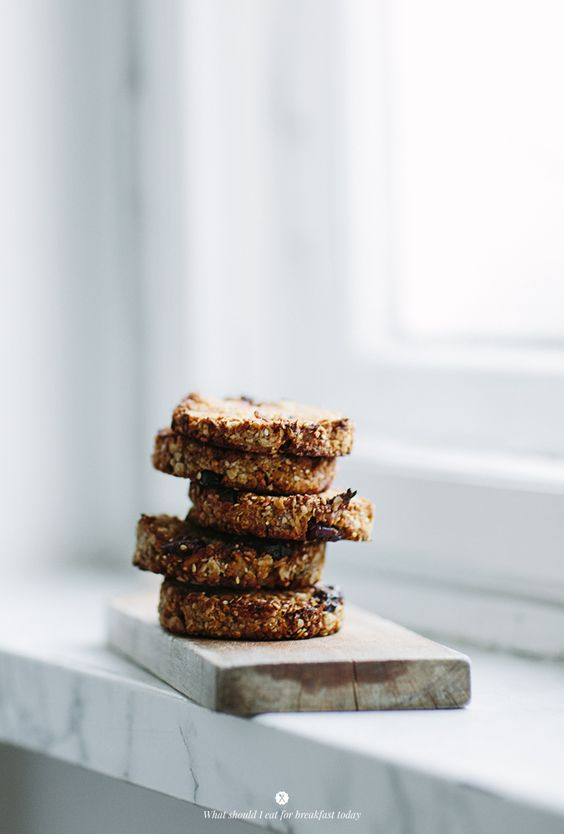 Oat cookies with nuts, cranberries and banana / Marta Greber