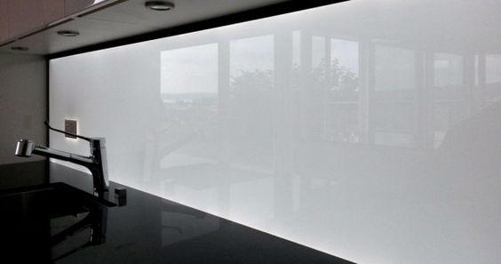 Beleuchtete Küchenrückwand Weiss aus ESG Glas mit LED Beleuchtung - glasrückwand küche beleuchtet