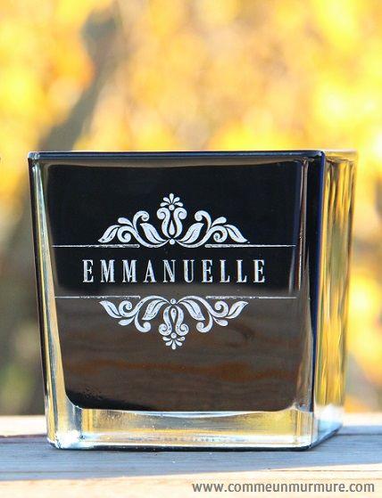 Gravure prénom sur verre. Disponible sur www.commeunmurmure.com