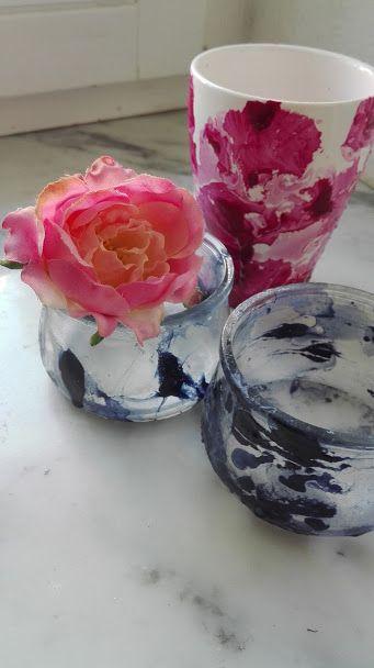 Von mir, ja von mir selbstgemacht: mit alten Nagellacken marmorierte Teelichter und Vasen. Noch nicht perfekt, aber der erste Schritt in meiner Karriere als Upcycler. #diy #upycycling #marbling #nailpolish