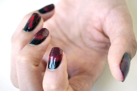i wonder if melissa could do this to my nails? lol