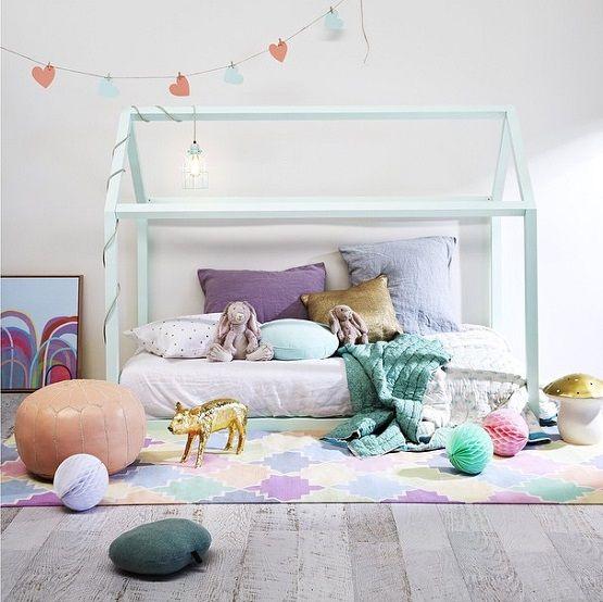 Cama niños. muebles infantiles