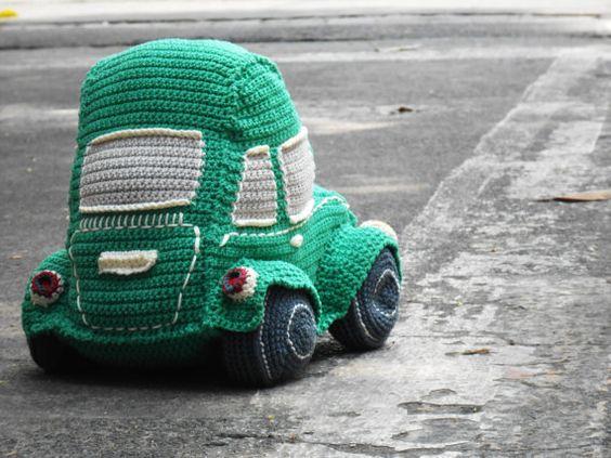 Beetle car amigurumi crochet pattern. By Caloca by CalocaCrochet