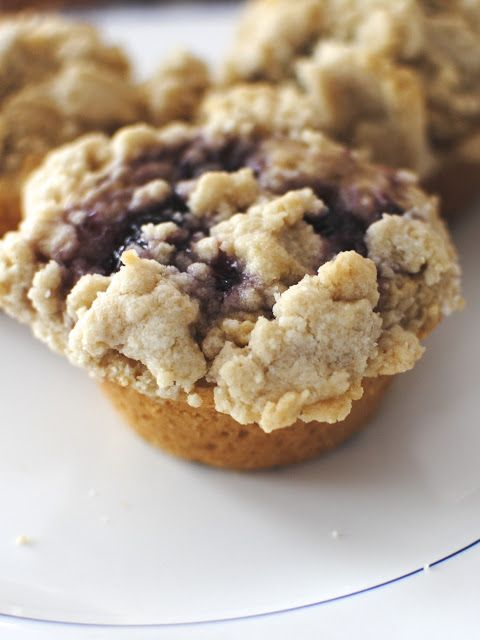 almost casual: Stuffed Peanut Butter Muffins with Streusel!