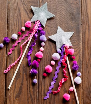 DIY Glitter Star Wand   Leuk bij je kookfeestje met hapjes op een stokje: Knutselen met een stokje : toverstaf #kinderfeestje #kookfeestje #op_een_stokje
