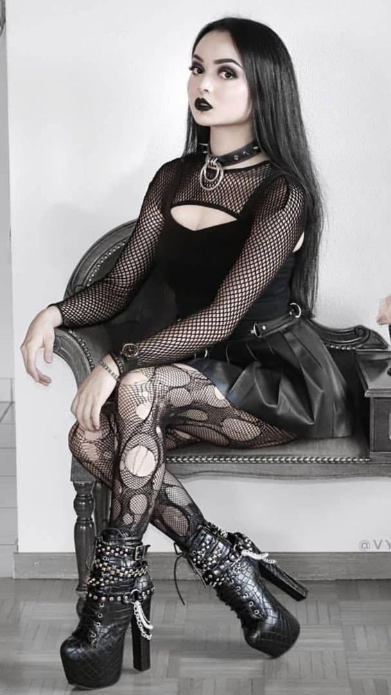 #goth #gothic #skirt #hair #boots #pantyhose #rippedtights