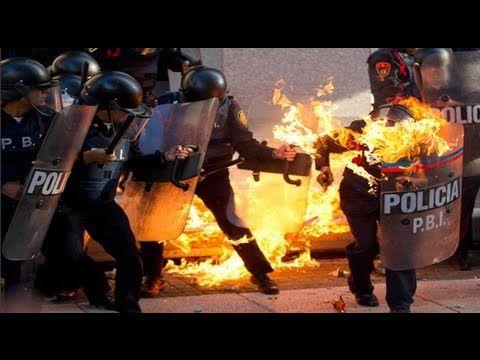 Vìdeo: Enfrentamientos entre Policías y Anarquistas durante marcha del 2...