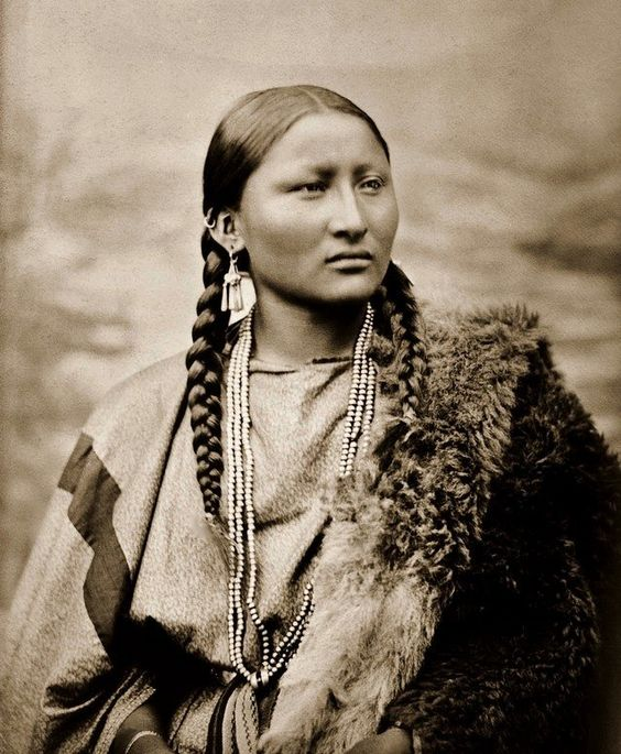 Nariz bonita, uma mulher Cheyenne.  Fotografado em 1878 em Fort Keogh, Montana por LA Huffman .: