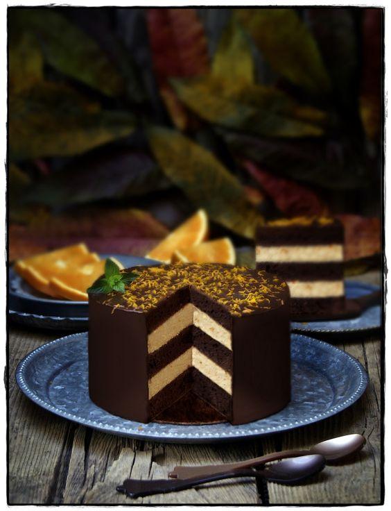 LAYER CAKE DE CHOCOLATE Y MOUSSE DE NARANJA.                                                                                                                                                      Más