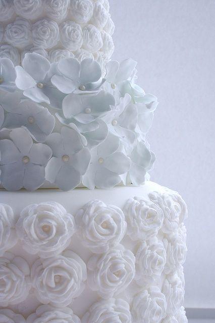 hydrangea wedding cake | Powder blue hydreangea Wedding | Ispirazione primaverile: Ortensie azzurro polvere http://theproposalwedding.blogspot.it/ #wedding #spring #blue #hydrangea #matrimonio #primavera #ortensie #blu