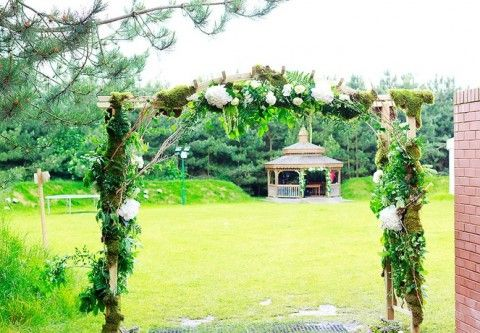 28 Amazing Woodland Wedding Arches | HappyWedd.com