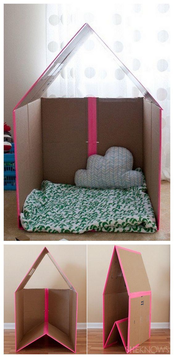 DIY Collapsible Cardboard Playhouse (Tutorial) #kids #girls #easy #cheap #clever idea +++ Casa para niñas jugar en interior de casa de carton plegable idea inteligente Facil barato