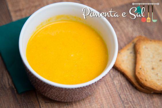 Sopa de abóbora e cenoura com requeijão receita. Como fazer sopa creme de abóbora com cenoura. Receita de sopa de abóbora com requeijão e ceboura
