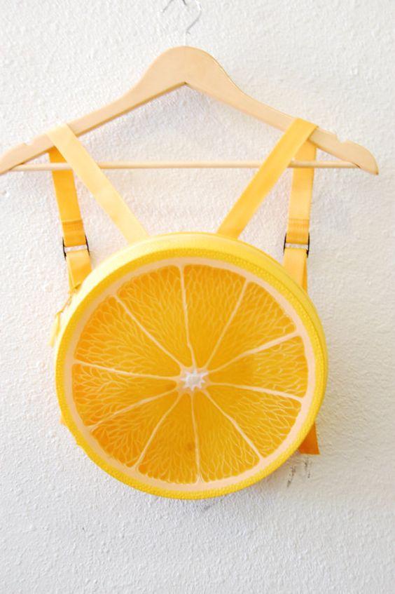 Super lindo y totalmente raro tres dimensional limón en forma de mini mochila cierre de cremallera correas ajustables textura de limón Sólo es un trozo en el borde exterior de plástico mediciones muy pronto...
