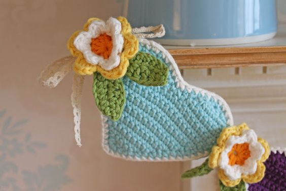 Loveliest spring bunting.idea only but links to Lucy attic 24's site. Really love and inspiring, love it so xox