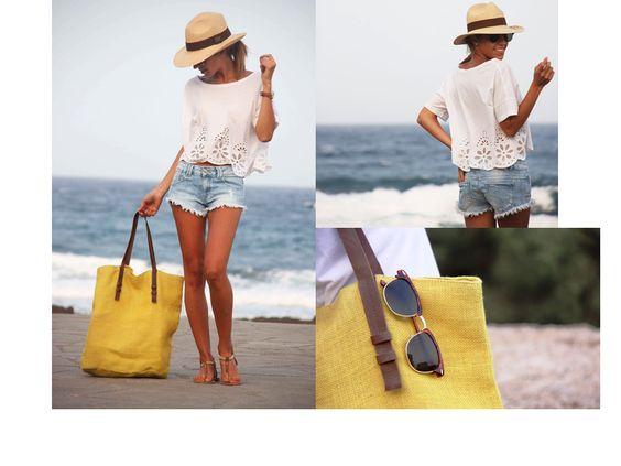 El blanco siempre sera uno de nuestros favoritos para la playa, encaje o crochet van muy acorde, no olvides tus lentes para sol, una bolsa de buen tamaño y tu sombrero! muy Chic!