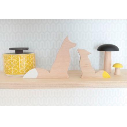Duo renards en bois naturel queues jaune et blanche