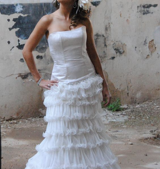 ¡Nuevo vestido publicado!  Vestido de Novia ¡por sólo 700€! ¡Ahorra un 60%!   http://www.weddalia.com/es/tienda-vender-vestido-novia/vestido-de-novia-5/ #VestidosDeNovia vía www.weddalia.com/es
