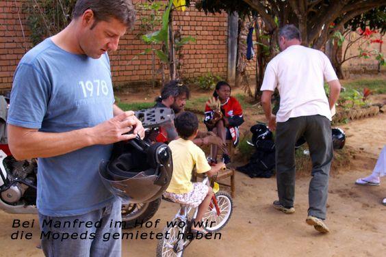 Hier bekommen wir die Mopeds, bei unserem Verleiher Manfred Luft in Madagaskar
