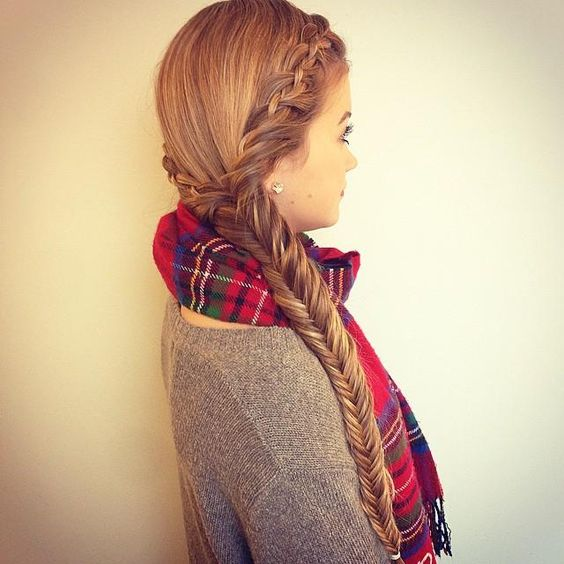 Two lace 4 strands into a fishtail braid