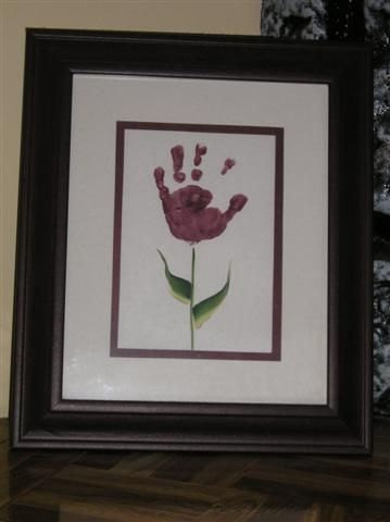 Love this! It would be cute to do one each year, until the kid refuses to make hand print flowers!!