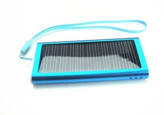 Solar Ladegerät HEJU Maja.  Portables Power-Pack für Smartphone-Akkus, bei Sonne zusätzlich mit Solarpower. Schönes Kundengeschenk für mehr Kundenbindung. Ladegerät mit Sonnenkraft. Elektronisches Werbegeschenk.