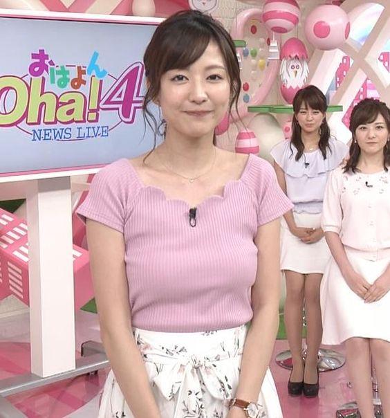 ピンクのトップスを着ている滝菜月