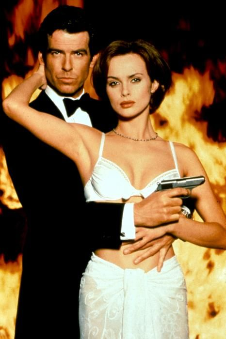 Pierce Brosnan and Izabella Scorupco (Goldeneye - 1995)
