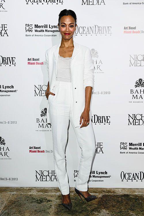 ZOË SALDAÑA  La actriz ejerció como anfitriona de una fiesta que se celebró durante el Art Basel de Miami. Llevó un elegante traje blanco de...