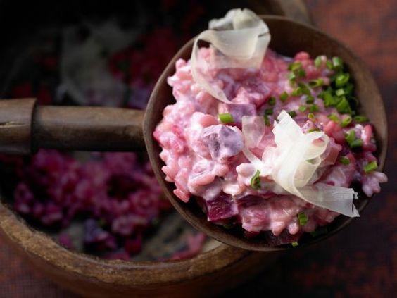 Rote-Bete-Risotto mit karamellisierten Zwiebeln: Was für eine Farbe, was für ein…