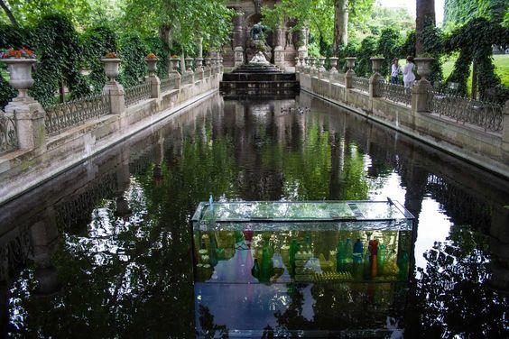 Estanque en el palacio de Versalles, París, Francia.