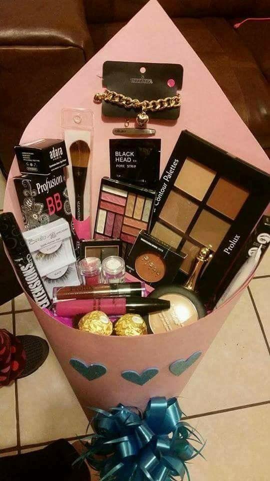 Beauty And Eye Makeup Gift Basket Makeup Gifts Basket Diy Christmas Gifts Christmas Gift Baskets Diy
