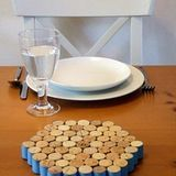 For those of us who save our wine corks, here's a great way to put them to use: easy to make trivets to protect your counters and tabletops from hot dishes! Here are five ideas that are easy to recreate.
