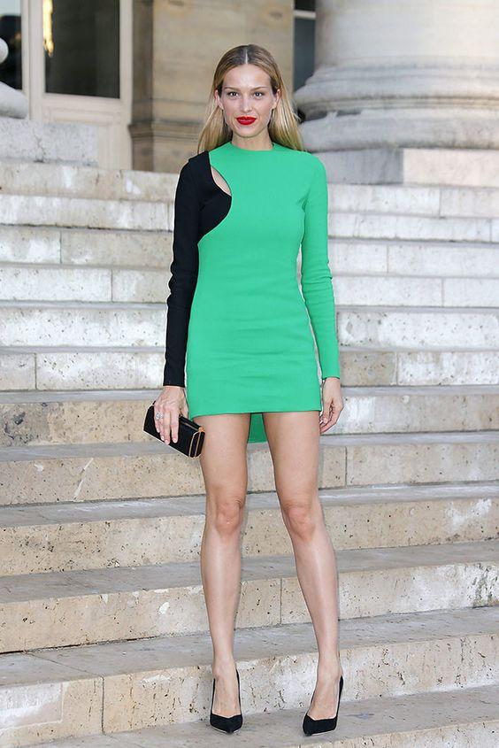 Atelier Versace sube la temperatura con su front row, ¡sexy es poco!
