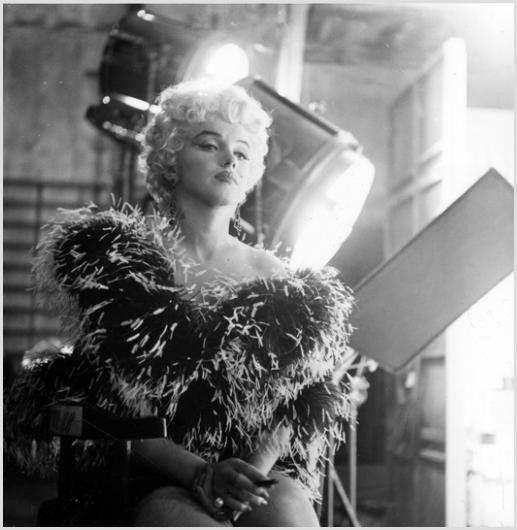 Sur le tournage de la scène coupée de Seven Year Itch - Divine Marilyn Monroe